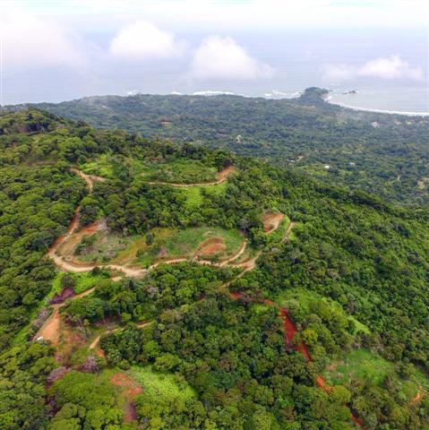 Green & Blue Development in Dominical, Escaleras