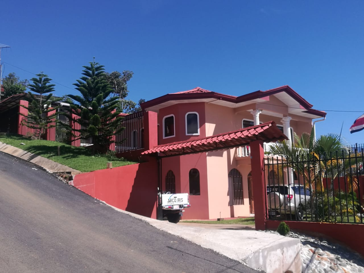 Beautiful two story house in the heart of Pérez Zeledón