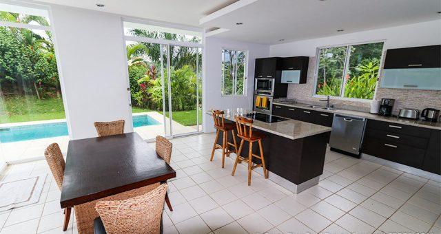 contemporary-home-uvita-9341-640x360