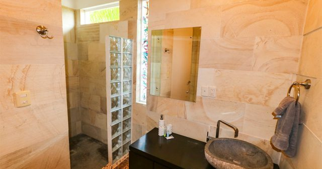 contemporary-home-uvita-9415-640x360