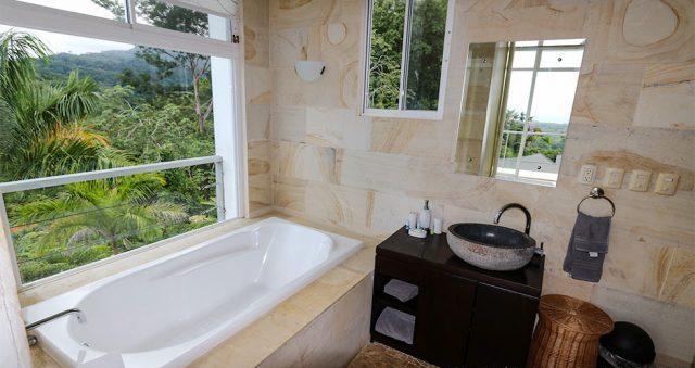 contemporary-home-uvita-9456-640x360