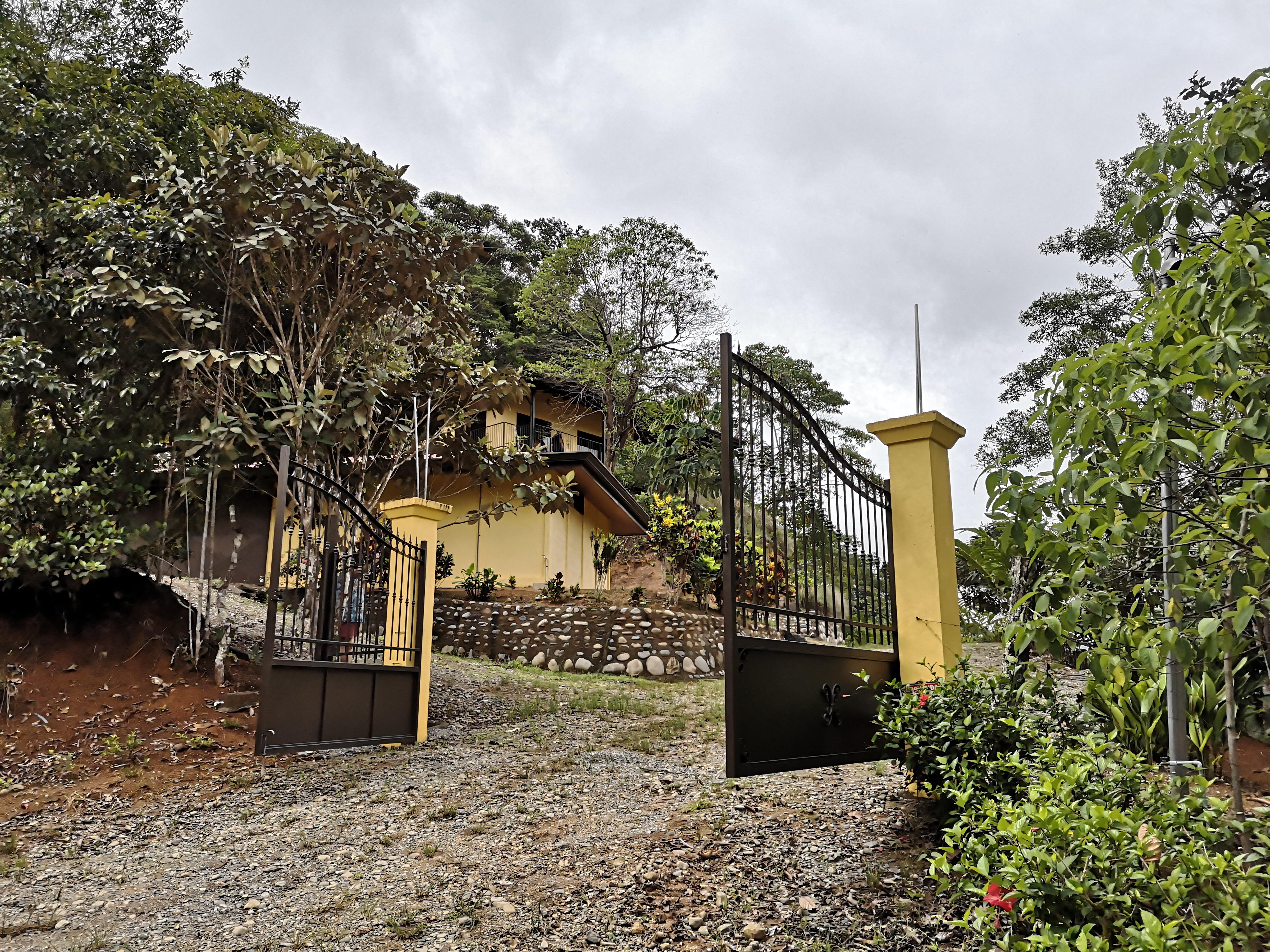 Beautiful house with finca in Pacuarito, Perez Zeledon