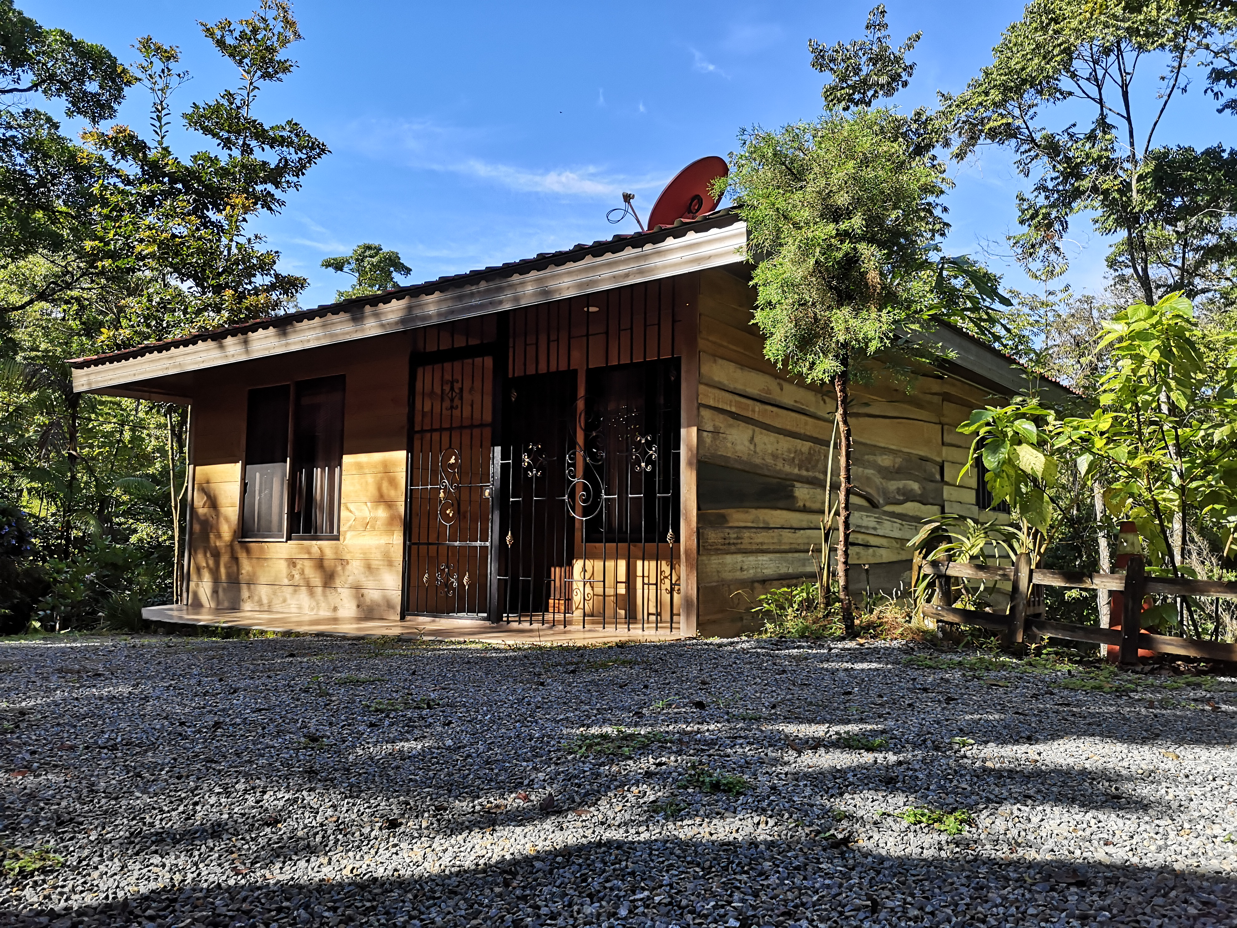 Beautiful cabin with a small river in La Linda, Perez Zeledon