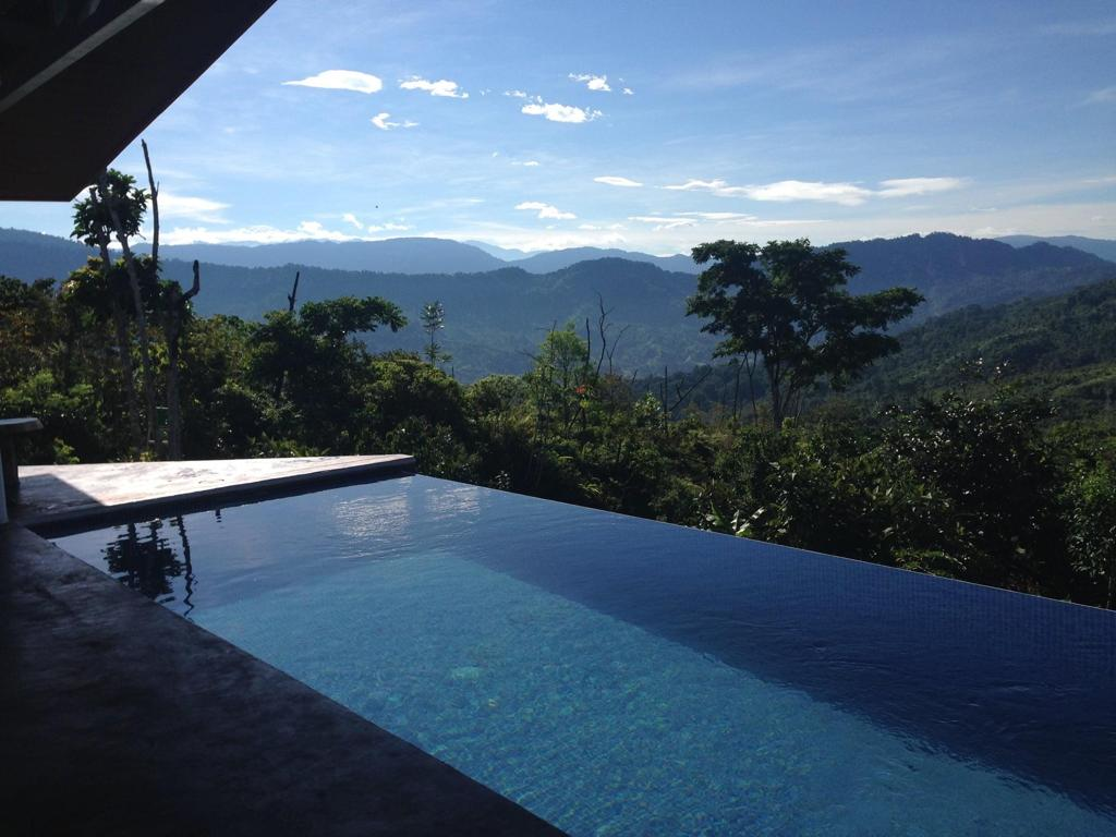 Natural house with ocean view and solar panels in Las Nubes, Matapalo, Puntarenas