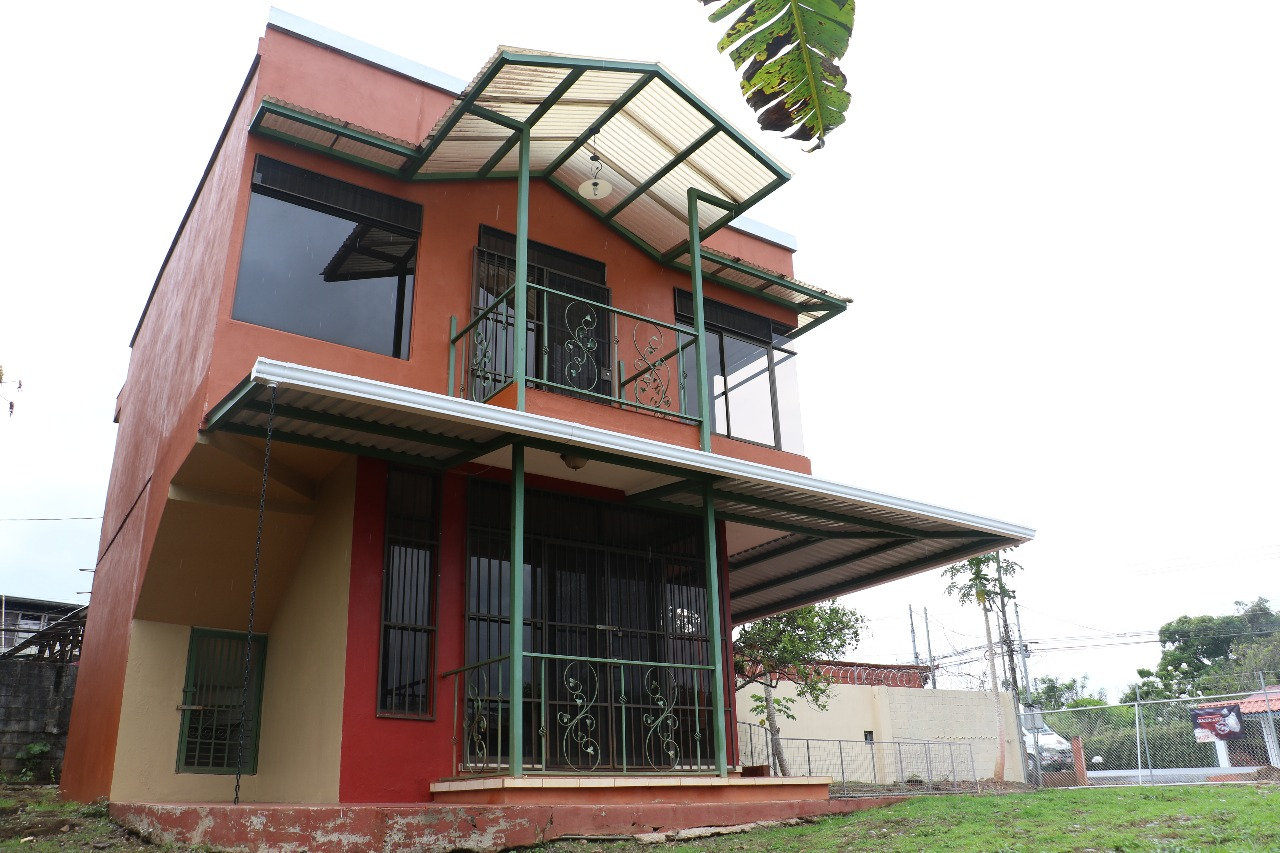 Nice two story house with large lot in Morazan, Perez Zeledon