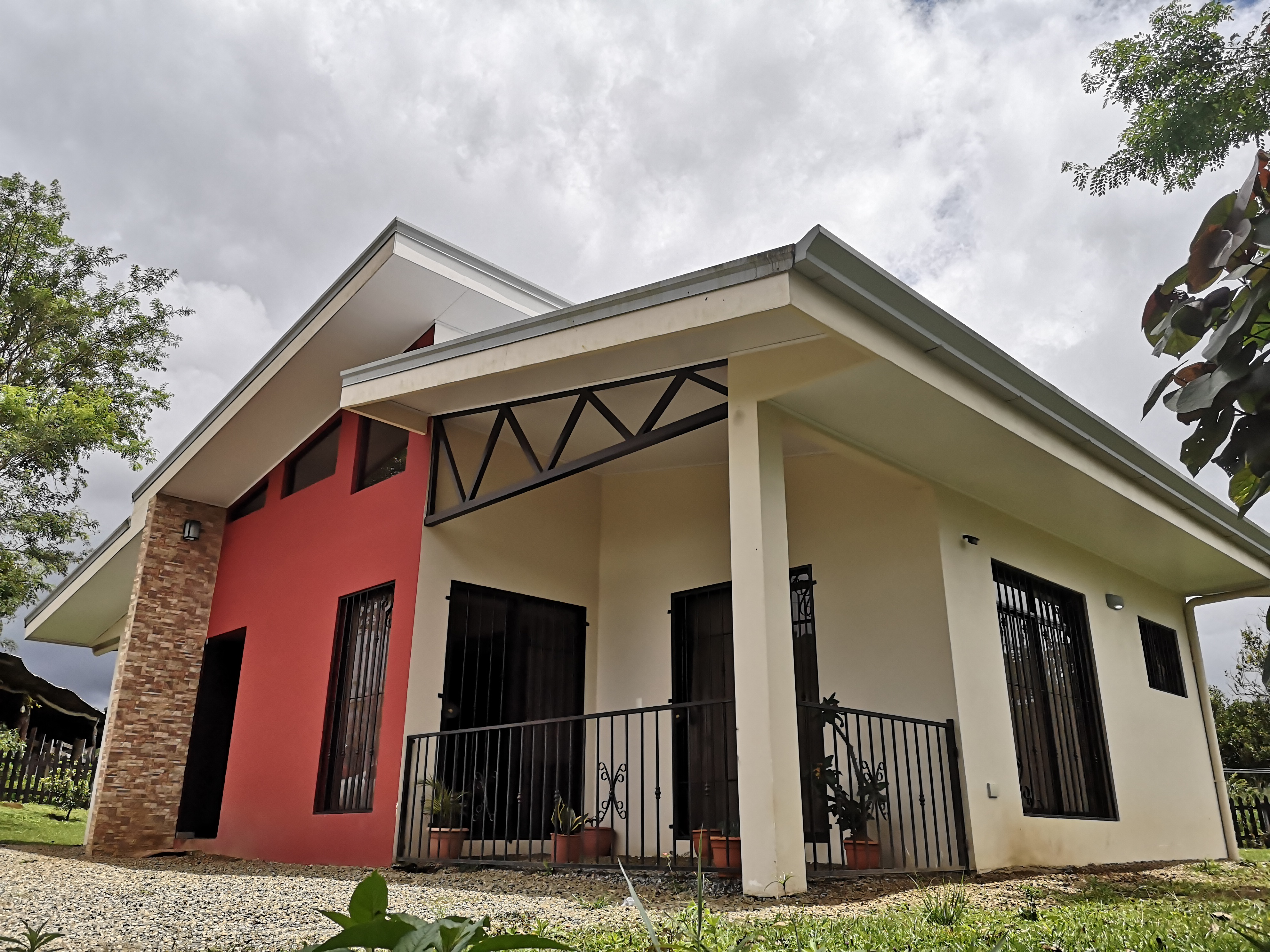 Beautiful house with green area and ranch in Pedregoso, Perez Zeledon