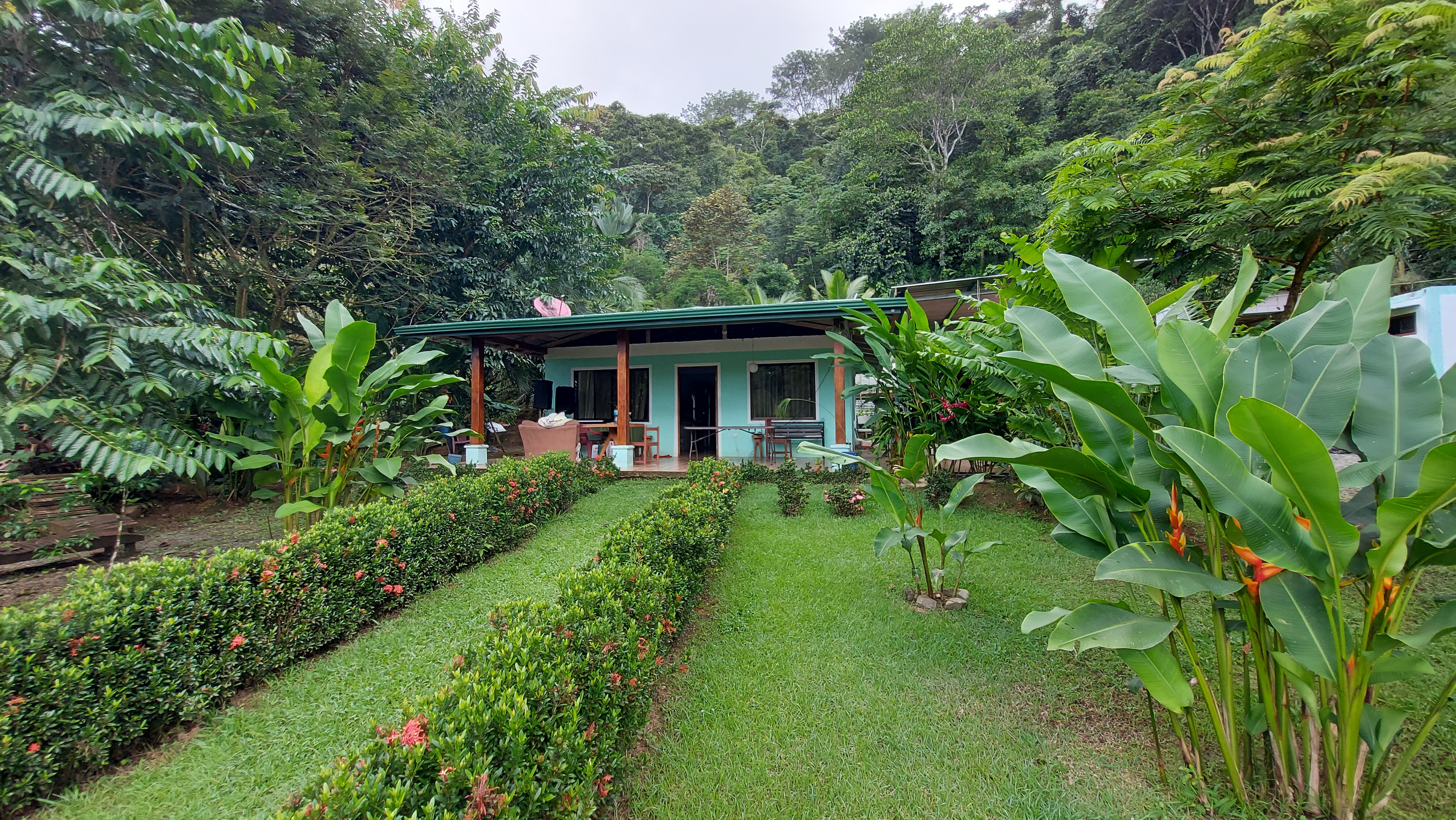 Nice property with house + 2 mini apartments in Uvita, Osa