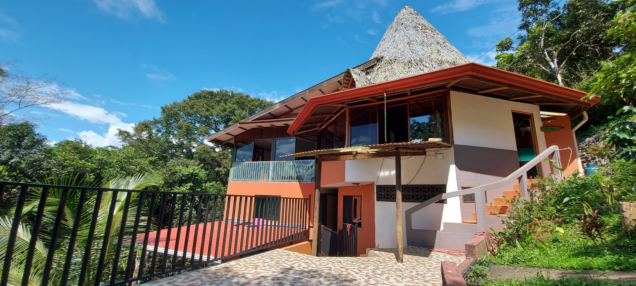 Spacious 3-level house with ocean view in Platanillo, Baru