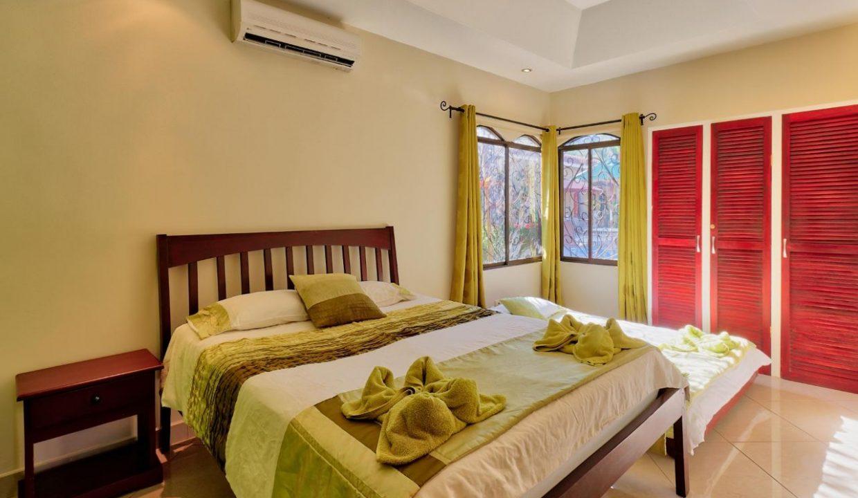Las-brisas-resort-and-villas-green-room2