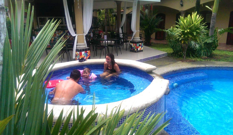 Las-brisas-resort-and-villas-jacuzzi-family