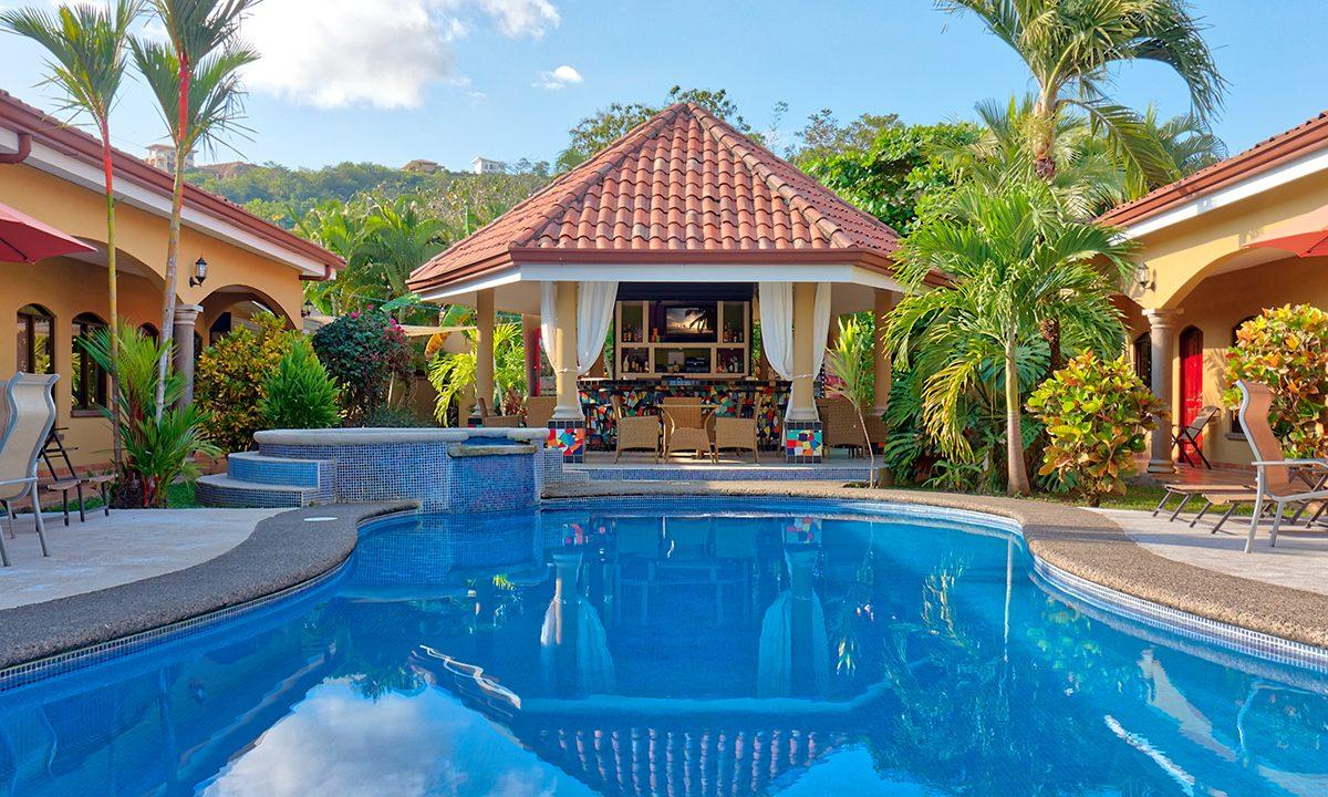 Las-brisas-resort-and-villas-pool-bar