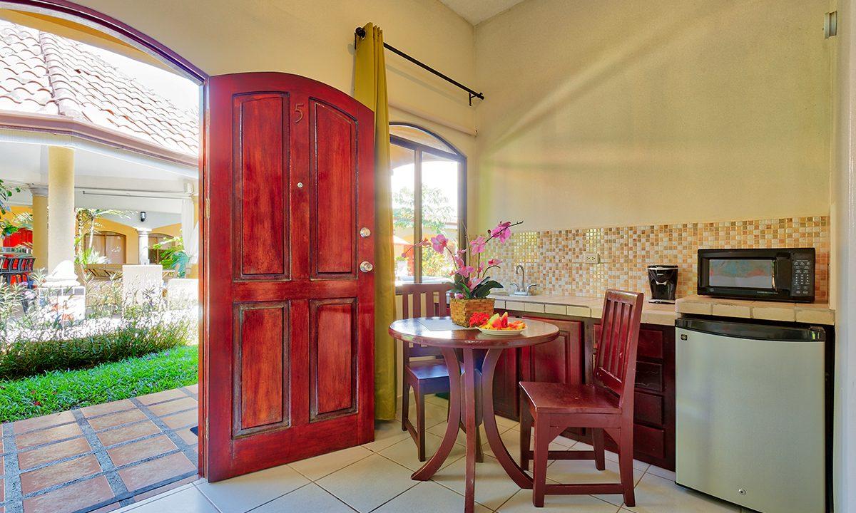Las-brisas-resort-and-villas-room2