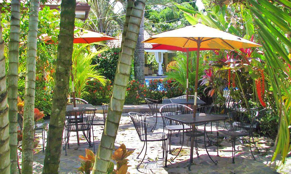las-brisas-resort-and-villas-patio2