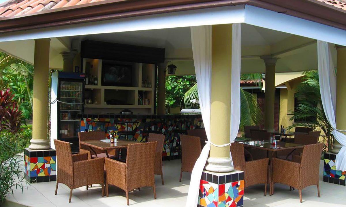 las-brisas-resort-and-villas-rancho-bar