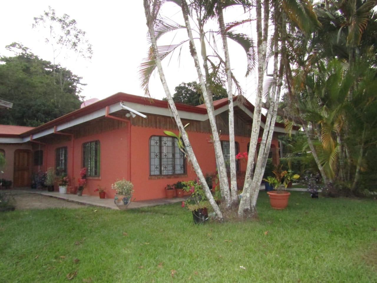 Beautiful house in quiet and safe neighborhood in Santa Rosa, Perez Zeledon