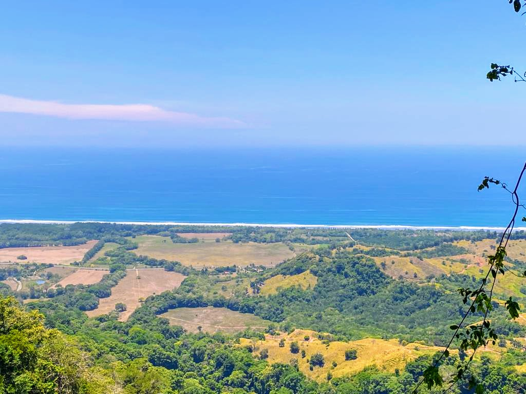 Finca with stunning ocean and mountain views in Las Nubes, Matapalo