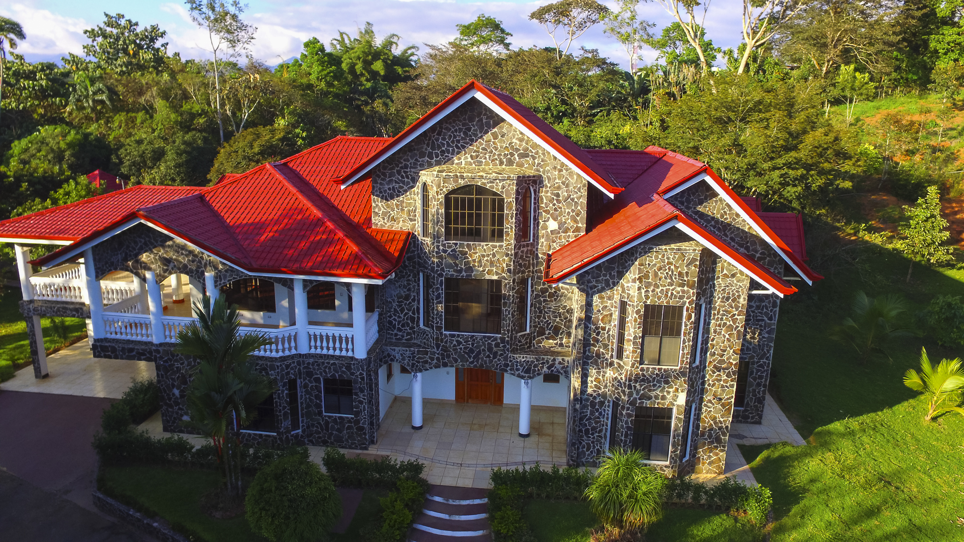 Large Luxury Home in SI